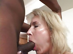 Tempting Erica Lauren gets her slippery mouth slammed
