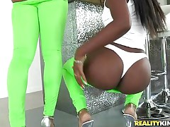 It is such a pleasure to see two ebony chick playing with a huge white dick. At the gym this fortunate bastard has found tho sexy chicks and his man meat has become completely hard by seeing their moist lips, small natural tits. They the one and the other are giving this big weenie guy a hell of a mouthful blowjob.