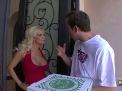 Pizza delivery boy gives breasty blonde diamond foxxx a shock