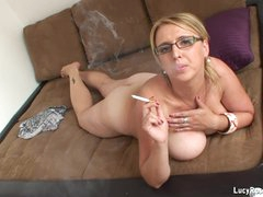 Hot cougar Lucy Rose smokin'